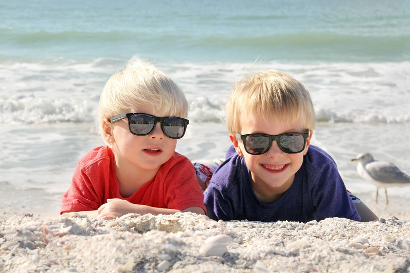Top reasons why we should wear sunglasses – starting from a young age
